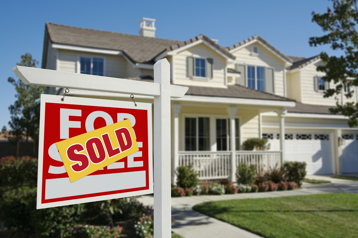 Preparing your home to sell doesn't have to completely break the bank. Here is how you can sell your house quickly on a budget.