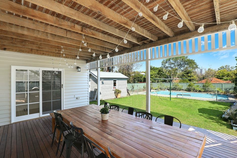 Ready to take advantage of the beautiful weather? Click here to learn how to create an enviable backyard entertainment space for your family and guests!