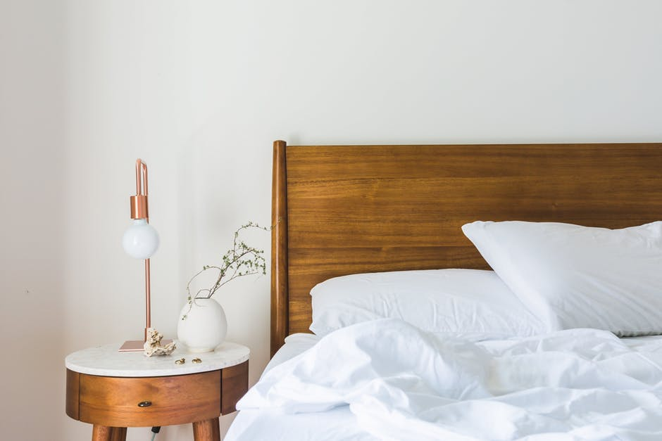Buying a mattress is an important decision, so how can you choose? This mattress buying guide explains how to choose the right mattress for you.