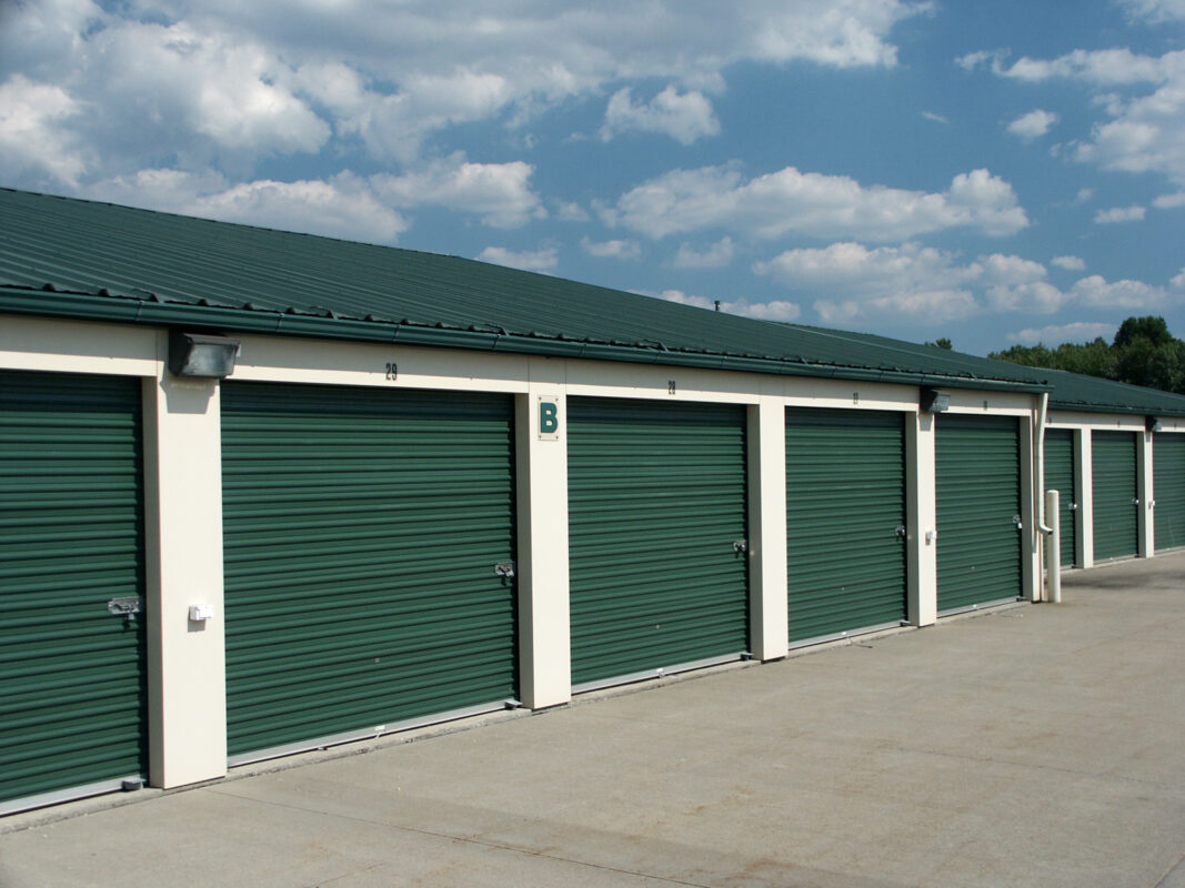 Using self storage as a small business owner can help to reduce clutter and increase productivity in the workplace. Click here to learn more.