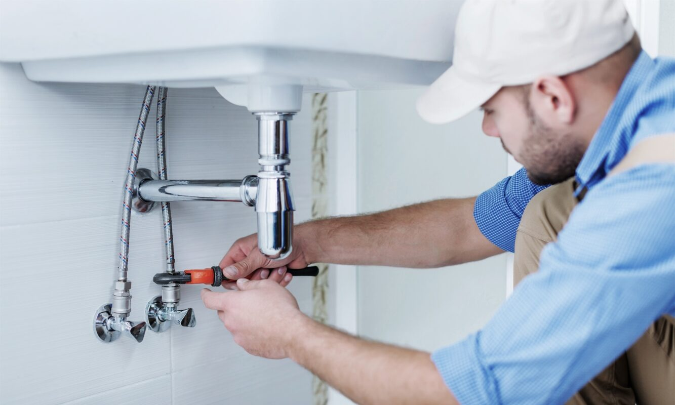 When having a plumbing issue, it is key that you hire a plumber immediately before anything gets worse. Here are 5 warning signs you should hire a plumber.
