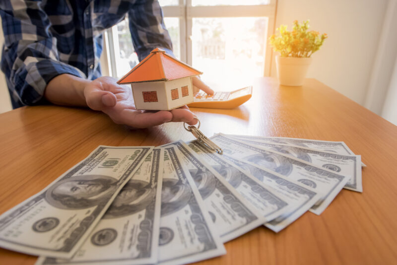 Selling a house for cash rather than jumping through all of the real estate hoops can be extremely rewarding. Here is what you need to know about the process.