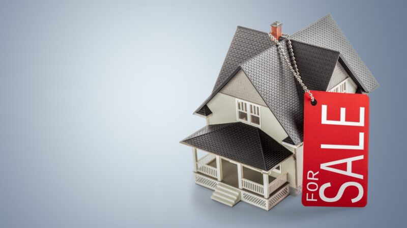 Do you think you've outgrown your house? Make sure you take a look at these signs to find out if you should put your home on the market.