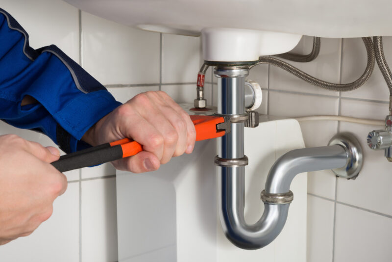 Should you hire a plumber? Click on this guide to find out about some common home plumbing problems and their solutions.
