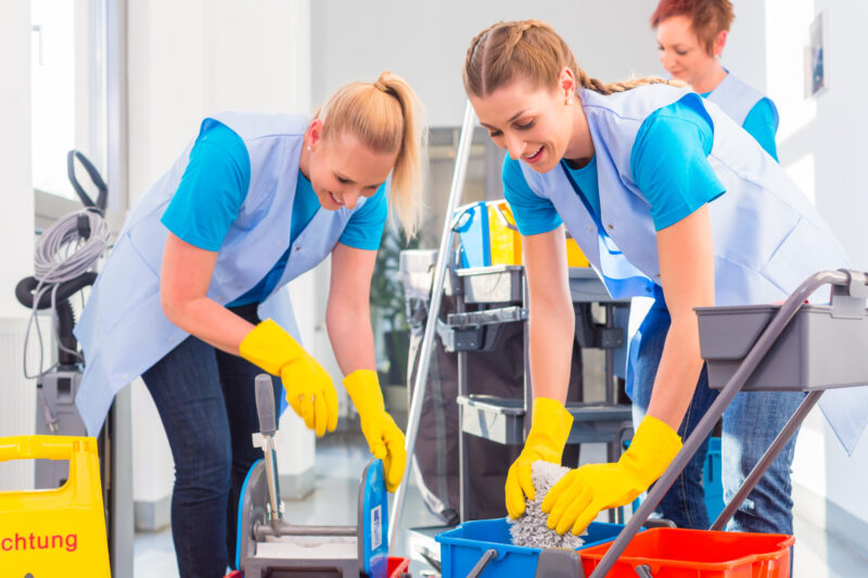 Hiring a commercial cleaning company to service your business benefits offers many rewarding benefits. Here are the advantages of these cleaning services.