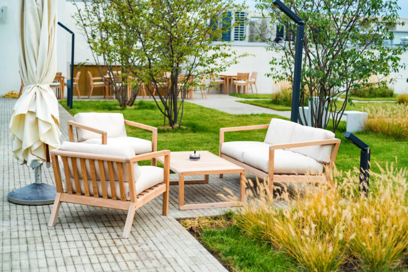 Do you feel like your yard needs sprucing up? If so, you're in the right place. Read on as we look at some practical tips for a backyard makeover.